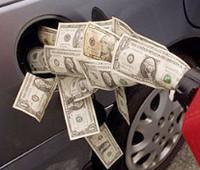 Деньги в долларах льются в бензобакФС
