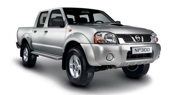 Серебристый Nissan NP300