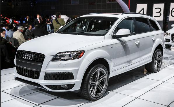 Audi Q7 белая спереди