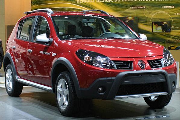 Renault Sandero Stepway красный в автосалоне