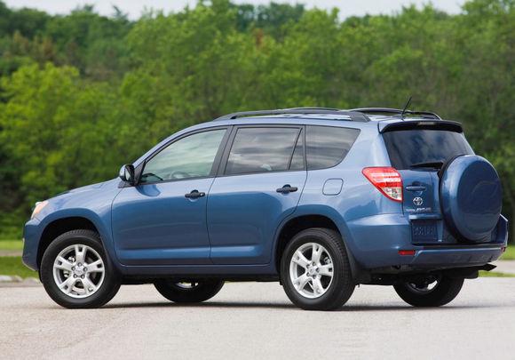 Toyota RAV4 синяя сзади