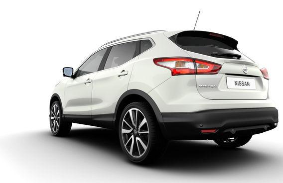 Белый Nissan Qashqai сзади