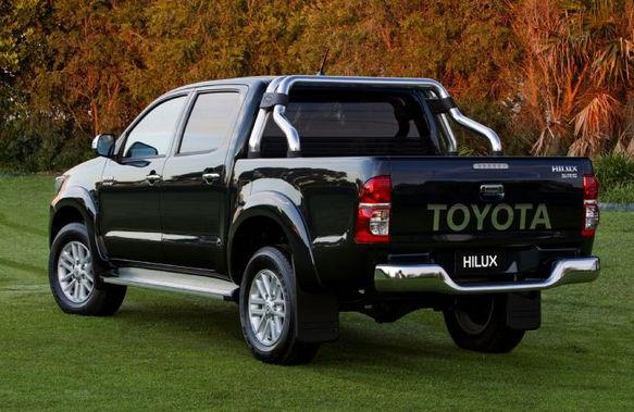 Дизельный пикап Toyota Hilux синий