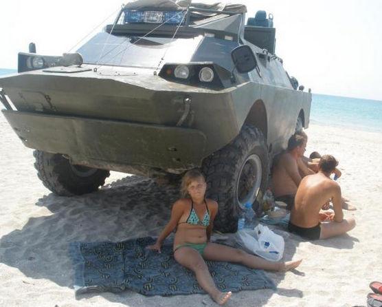 БРДМ на пляже вид спереди