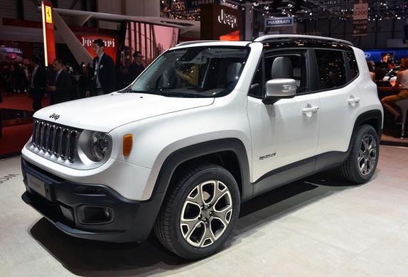 Белый Jeep Renegade на красном фоне