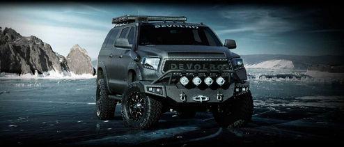 Toyota Devolro на фоне гор