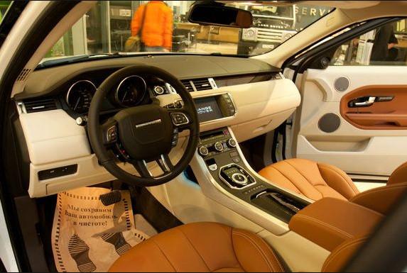 Отделка салона Range Rover Evoque