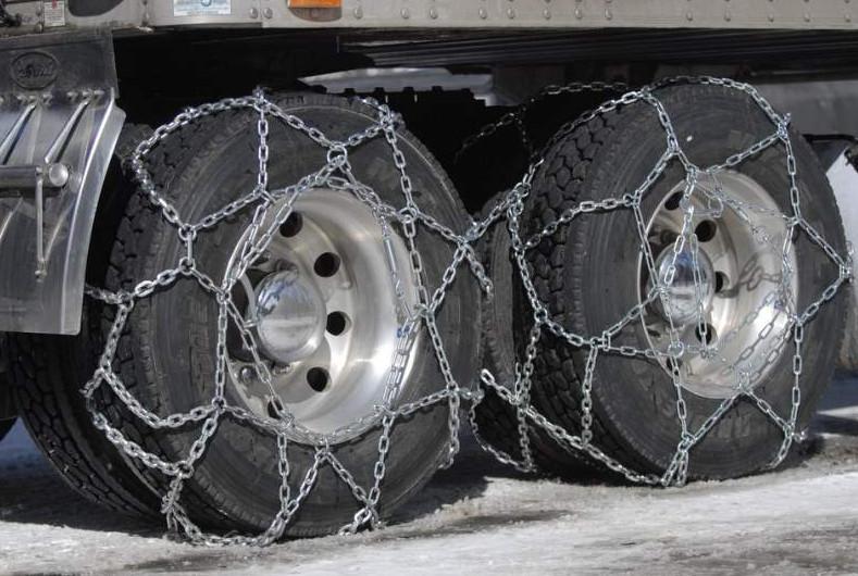 Зимняя резина грузовика с цепями для увеличения трения
