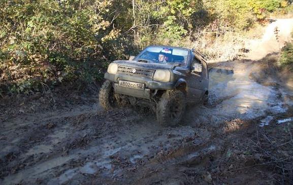 suzuki jumny на очень сложной трассе - грязь
