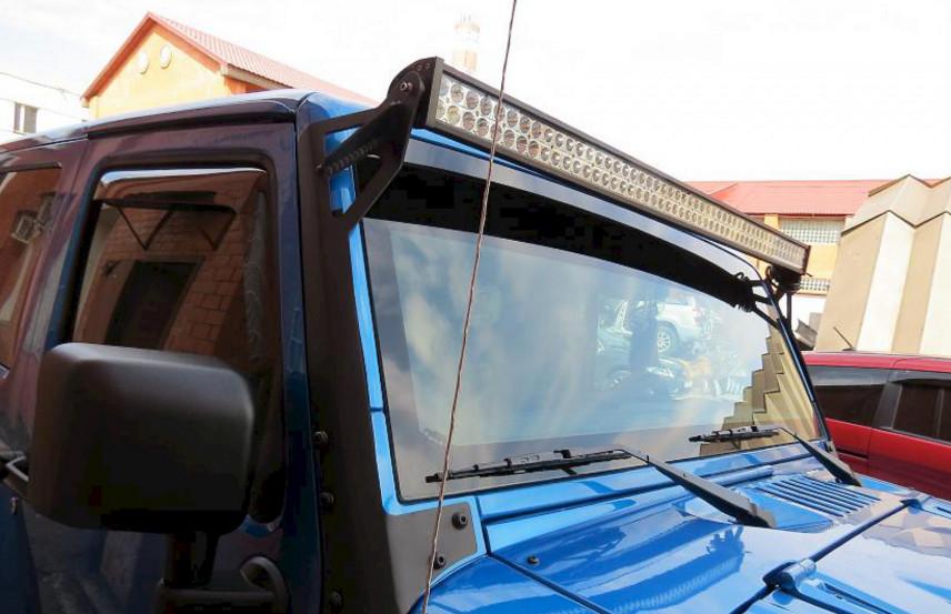 Светодиодная люстра на лобовом стекле