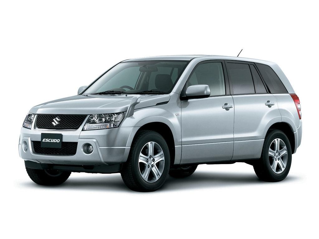 Suzuki Escudo последнего поколения белого цвета вид спереди