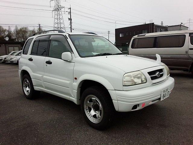 Suzuki Escudo белого цвета