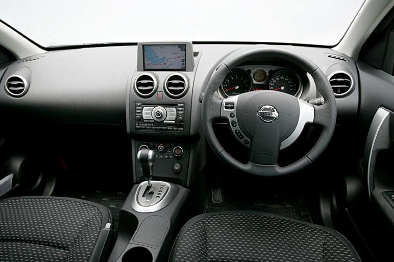 Салон автомобиля Nissan Dualis