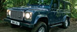 Автомобиль в лесной колее