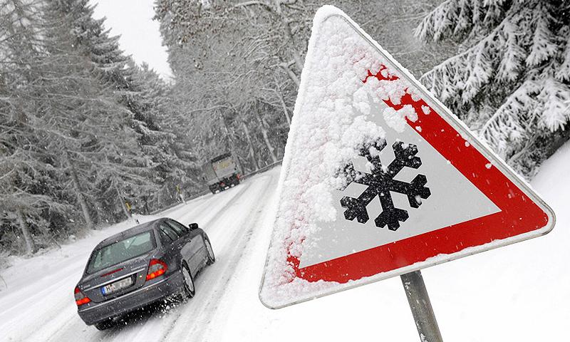 Мерседес на зимней дороге