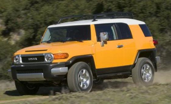 Желтая Toyota FJ Cruiser