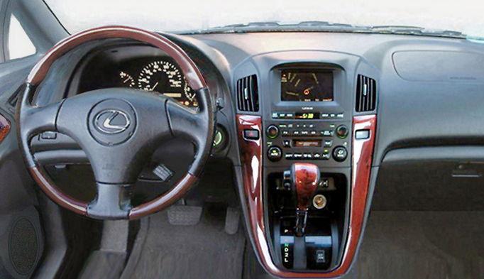 Салон автомобиля Лексус RX 300
