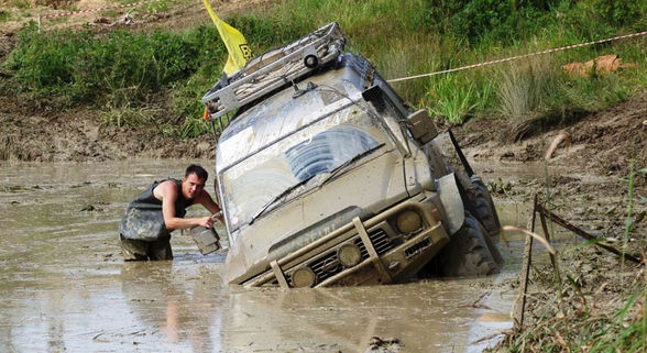 Ниссан Safari Y-60 в грязи