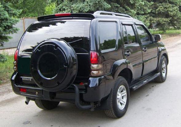 Черный автомобиль Дади шатл сзади