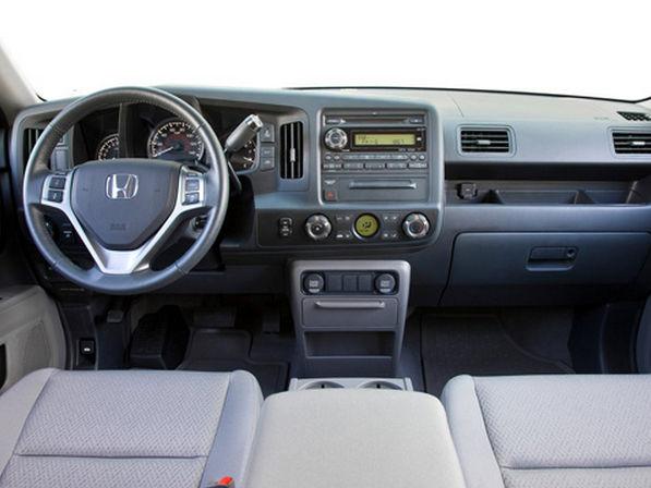 Внутренний интерьер пикапа Honda Ridgeline