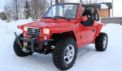 Мини Джип Урал красный на снегу