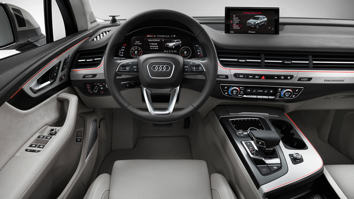 Салон кроссовера Audi Q7