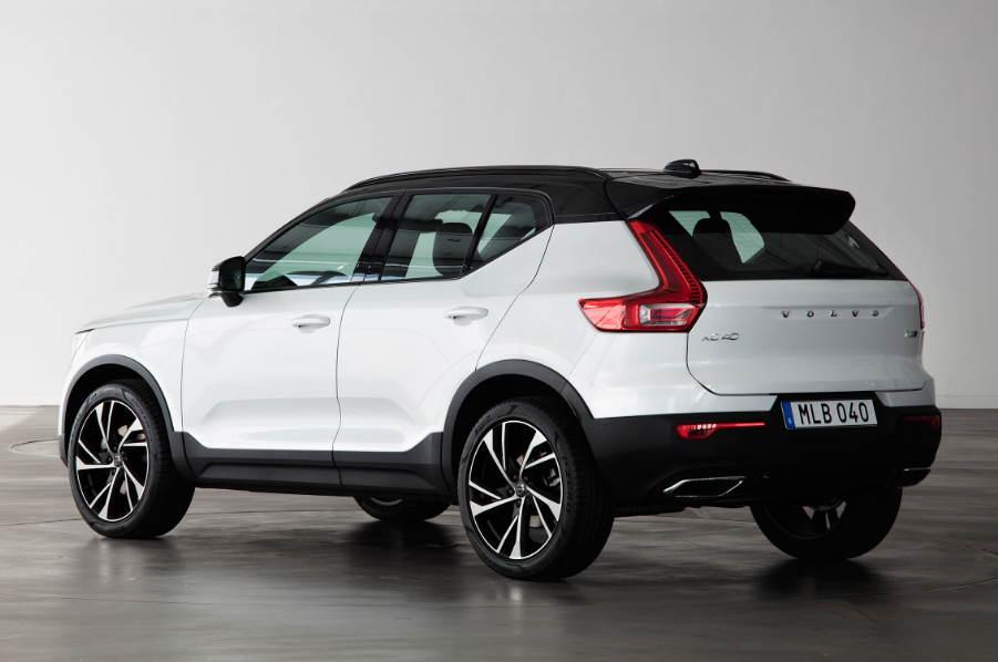 Volvo XC40 вид сзади